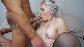 Lady sextasy fucks on the bed