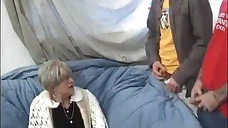 Granny Likes Sperm !