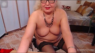The naughty Granny Masturbate in the Webcam