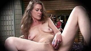 51 yo American granny Rachel fucks her bush