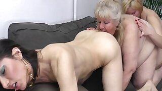Leona C II - Lesbians Love